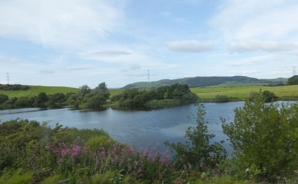 Photo of pond and scenery between Lochgelly and Cowdenbeath